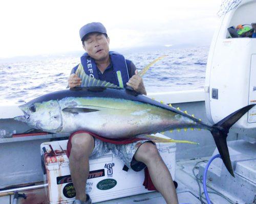 キハダマグロ釣り上げ